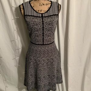 41 Hawthorn Dresses - Black and white